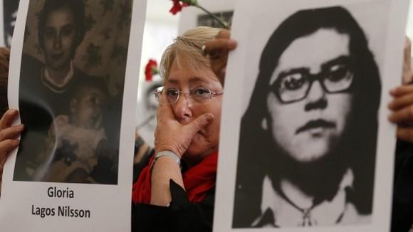 Michelle Bachelet rend hommage aux disparus de la dictature