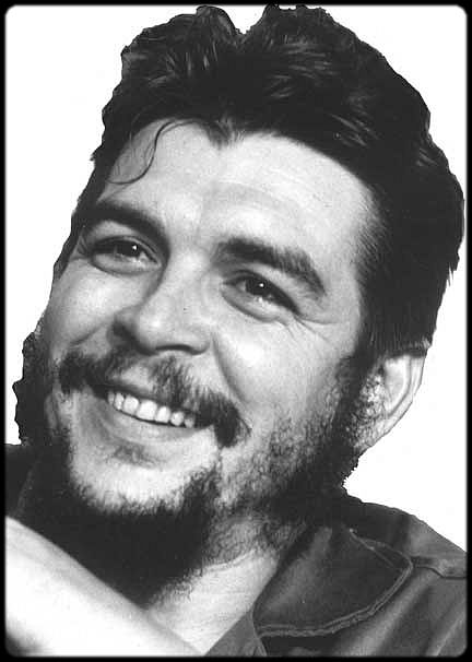 Che, smiling, probably thinking of how funny people look when straffed from the air